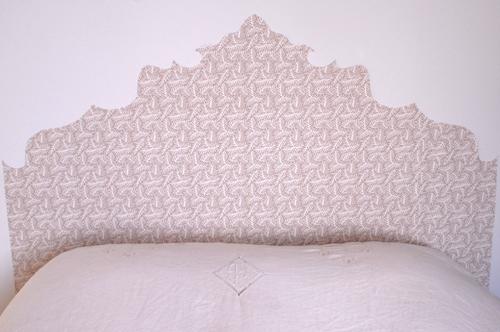 Effet de symétrie entre le papier peint et le salon